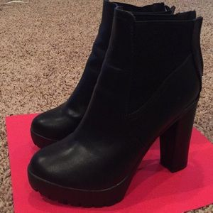 Black boots size 8 US